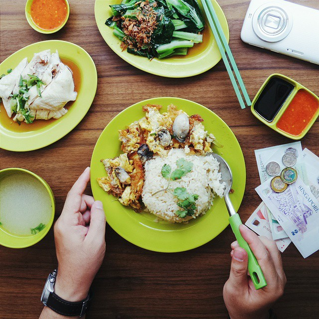 Maksi alias makan siang favorit kalo lagi ngider di Singapore; Hainanese Chicken Rice, Oyster Omelette & Bok Choy. // At Balestier Market & Food Centre, #Singapore.  Captured with #KzoomPhonetography #onlyinSG