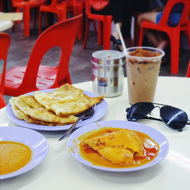 The Roti Prata House, famous for the signature crispy prata. Must try their Durian Prata, Chicken Curry & Milo Dinosaur. // The Roti Prata House, 246M Upper Thomson Rd, #Singapore. @visit_singapore #KzoomPhonetography #onlyinSG