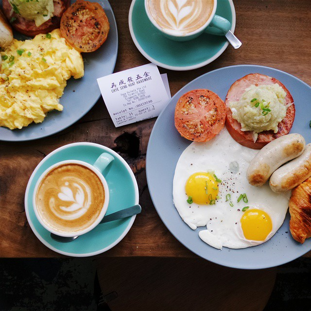 Powerful brunch before exploring Singapura today. Chye Seng Huat Hardware is must visit 'temple' for any caffeine junkies. // at 150 Tyrwhitt Rd, #Singapore. Captured by #KzoomPhonetography #onlyinSG