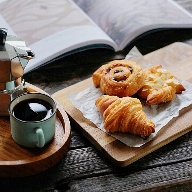 Parisian Sunday. ☕?// Croissant by @instagourmand.  #GourmandMoment #inijiegram #food #TableToTable #culinary