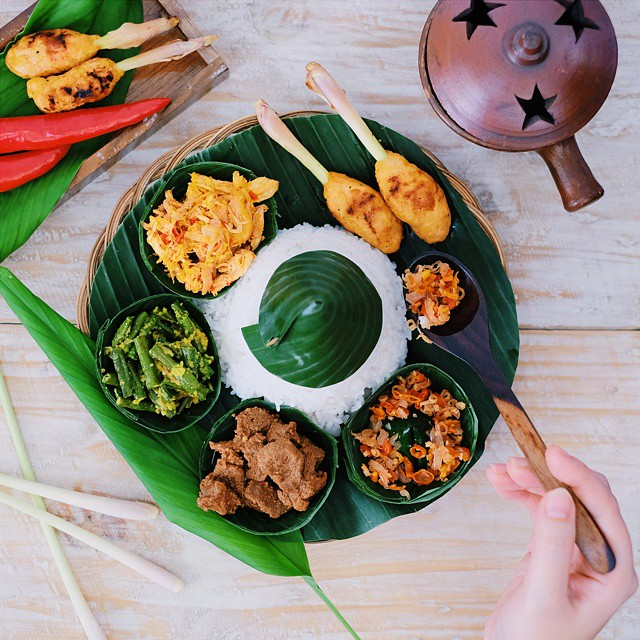 Happening now! Food Photography & Styling workshop with Natural Cooking Club,  @vsamperuru & @inijie as the speaker.  Good to see the great enthusiasm! // Mini tray by @dapurhangus #ncc_wfp #ncc1dasawarsa #ncc #inijiegram #food #TableToTable #kuliner #culinary