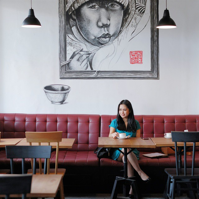 The real power of a man is defined by the charm of a woman in front of him. // Dom's Casual Dining, #Malang.  #inijiegram #art #love